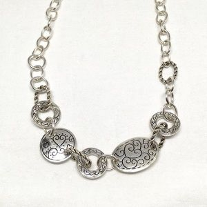 Jewelry - Vintage Decorative Silver Necklace